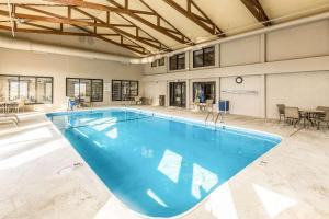 The swimming pool at or near Quality Inn