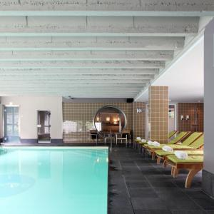The swimming pool at or close to Hotel De Pits