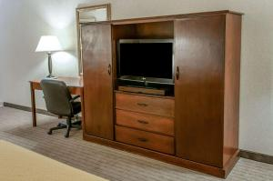 A television and/or entertainment center at Quality Inn & Suites Grants