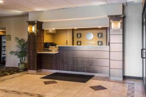 The lobby or reception area at Comfort Inn Glenmont - Albany South