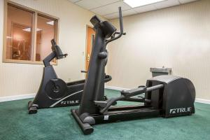 The fitness centre and/or fitness facilities at Comfort Inn Glenmont - Albany South