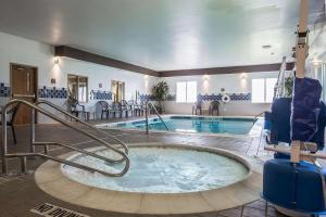 The swimming pool at or close to Comfort Inn Glenmont - Albany South