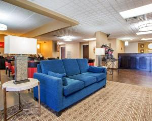 A seating area at Comfort Inn Dayton - Huber Heights