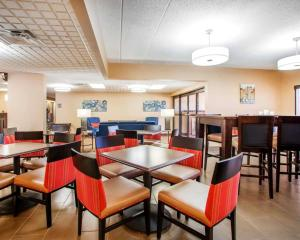 A restaurant or other place to eat at Comfort Inn Dayton - Huber Heights