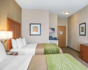 A bed or beds in a room at Comfort Inn & Suites West Chester - North Cincinnati