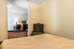 A bed or beds in a room at Quality Inn Gallipolis