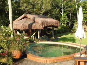 The swimming pool at or near Sítio Rodamonte