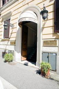 The facade or entrance of Hotel Select Garden