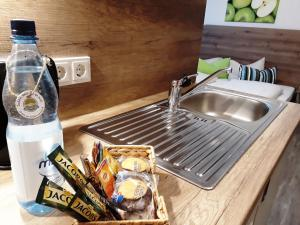 A kitchen or kitchenette at Hotel M24 - Alle Zimmer mit Küchenzeile