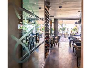 Ein Restaurant oder anderes Speiselokal in der Unterkunft Sugar Hotel