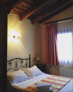 Cama o camas de una habitación en El Encanto del Valle del Lozoya