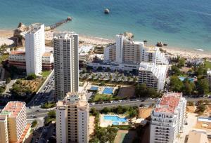 Een luchtfoto van Club Amarilis