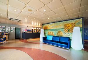 De lobby of receptie bij Club Amarilis