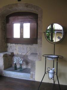 A bathroom at Castillo De Valdés Salas