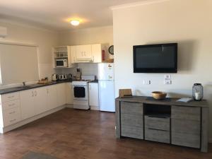 A kitchen or kitchenette at The Sundowner Cabin & Tourist Park