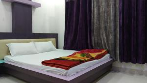 A bed or beds in a room at Hotel Nikunj