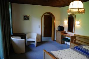 Ein Sitzbereich in der Unterkunft Strandhotel
