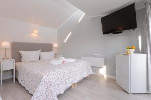 Ein Bett oder Betten in einem Zimmer der Unterkunft Hotelanlage Tarnewitzer Hof