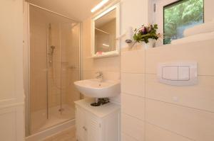 Ein Badezimmer in der Unterkunft Hotelanlage Tarnewitzer Hof