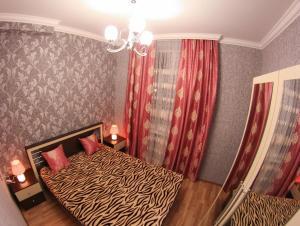 """Cama ou camas em um quarto em """"METROPOL"""" APARTMENT HOTEL"""