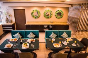 A restaurant or other place to eat at Hotel Diamond Lima