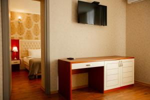 A television and/or entertainment center at Aparthotel Holiday Lux Batumi
