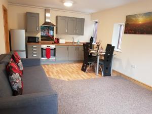 A kitchen or kitchenette at Appleton Apartments