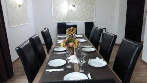 Un restaurant sau alt loc unde se poate mânca la Casa Valea Cernei
