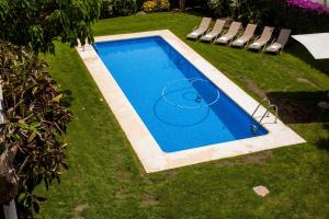 A view of the pool at Villa Sitges Tupinetti or nearby