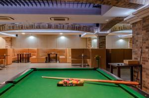 A billiards table at Hotel Paryski Art & Business