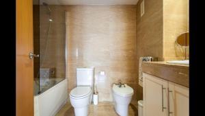 A bathroom at Apartamento en la Ciudad de las Ciencias y cerca de la playa