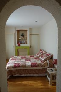 A bed or beds in a room at La Ferme De Tigny