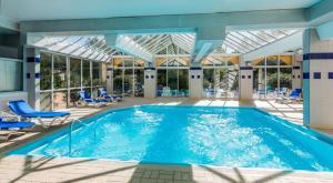 The swimming pool at or close to ibis Sète Balaruc les Bains Bien-être et Spa