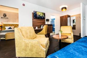 A seating area at Best Western Plus Royal Suites