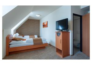 A bed or beds in a room at Club Hotel Cortina