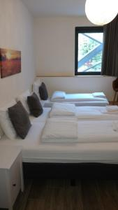 A bed or beds in a room at Hotel Ladeuze