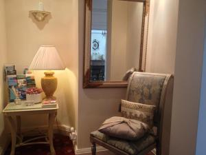 A seating area at Malvern Lodge Guest House