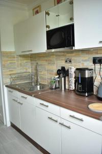 A kitchen or kitchenette at Ambleside