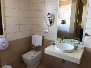 A bathroom at Hotel El Sombrero