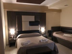 A bed or beds in a room at Hotel El Sombrero