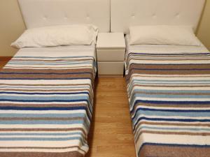 A bed or beds in a room at Apartamentos Mirador de Grañón
