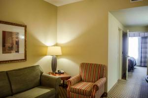 A seating area at Comfort Inn & Suites Mobile near Eastern Shore Centre