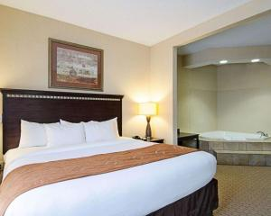 A bed or beds in a room at Comfort Suites Conway
