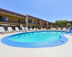 The swimming pool at or near Rodeway Inn at Lake Powell