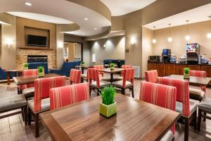A restaurant or other place to eat at Comfort Suites Goodyear-West Phoenix
