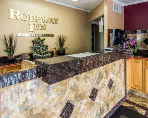 The lobby or reception area at Rodeway Inn Flagstaff-Downtown