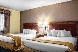 A bed or beds in a room at Quality Inn Wickenburg