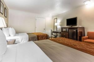 A bed or beds in a room at Comfort Inn Santa Cruz