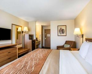 Un ou plusieurs lits dans un hébergement de l'établissement Quality Inn Lone Pine near Mount Whitney
