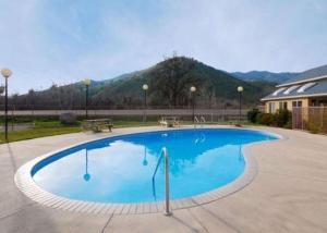 Piscine de l'établissement Comfort Inn & Suites Sequoia Kings Canyon - Three Rivers ou située à proximité